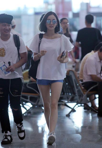 【10p】古力娜扎机场各种超短裤大腿照 牛仔短裙那张太撩人