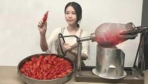 创意美食: 爆米花机爆小龙虾