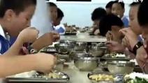 变形记-山村男孩到贵族学校上学,一顿饭6个菜2个汤才40元!