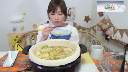 日本大胃王: 吃货木下妹子挑战吃超大8人份鸡肉蔬菜米果饼干火锅