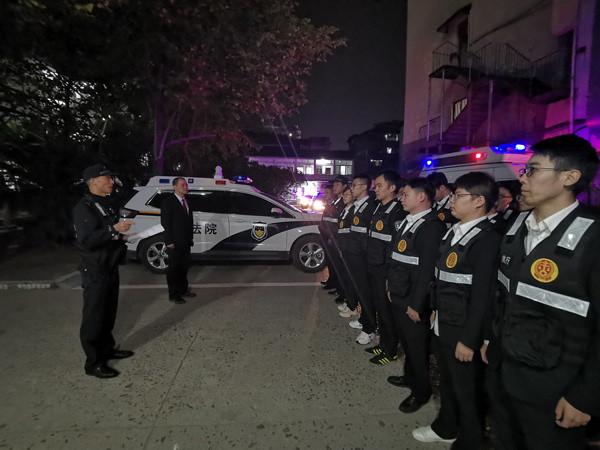 浙江江山:夜色中的涉民生集中�绦�