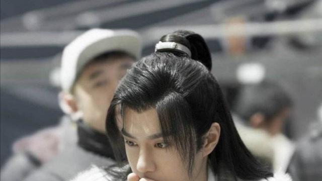 王一博电视剧在韩播出,迷妹们疯狂吐槽,为他坚持看30分钟广告