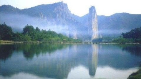 整个风景区共计72座奇峰,18处名胜古迹.