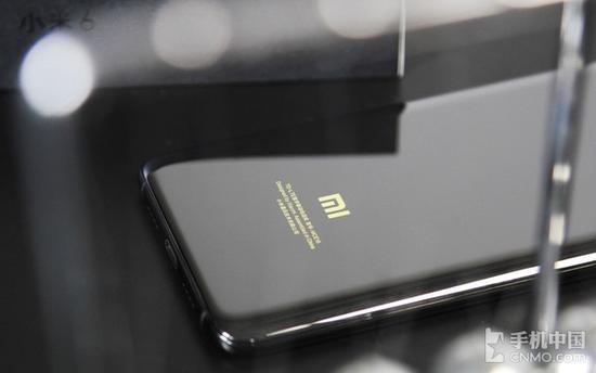 推荐 正文  为了保证手机整体光泽统一,小米6尊享版对不锈钢边框采用