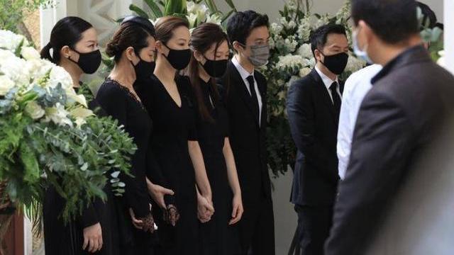 今日正式出殡!甄子丹岳父举行葬礼,关之琳、任达华送花牌表哀思