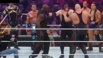 WWE皇家大战中奥尼尔突然出场!一人打趴一堆真是大快人心!