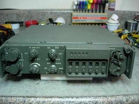 老式的小八一电台,是早期晶体管电台