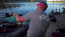 钓鱼: 巨型鲶鱼,每中一条都要付出不少时间和精力!