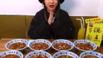老北京小吃,大胃王甄能吃一次吃掉10碗卤煮!