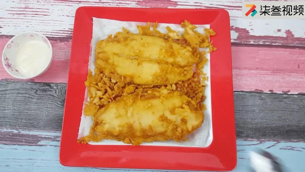 年夜饭当然不能少了鱼!教你做一道炸鱼排,外焦里嫩味道超赞哦!