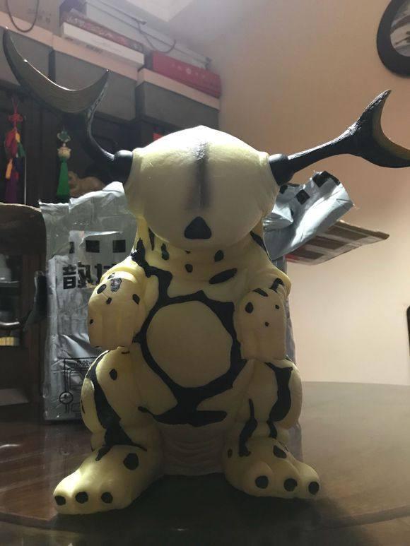 网友在某宝上买了一个艾雷王宝宝! 据称这个怪兽欧布都舍不得打它