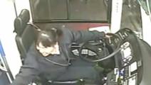 监控实拍: 感动全国的客车女司机,灾难发生后一秒谁注意她在干啥