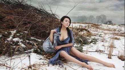 她被称为中国第一艳星,出演潘金莲全靠本色,现在她的写真重金难求!