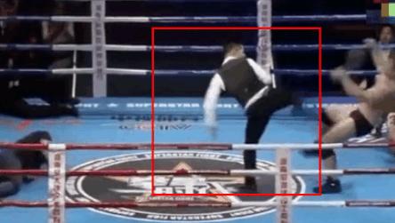 日本拳手对裁判吐口水,裁判冲上擂台过肩摔撂倒教练!