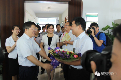 不忘初心 担当使命 ——鹤壁市市长唐远游看望慰问我校教师