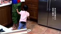 贾乃亮为女儿准备黑暗料理 甜馨直呼爸爸全名