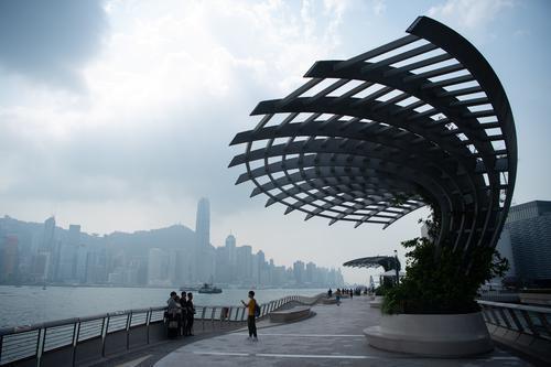 """香港旅游业、餐饮业降到""""贴底"""" 部分从业人员收入少了九成"""