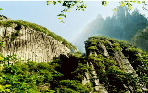 在西泰山游山玩水,在恐龙谷体验惊险刺激的漂流,一壶杜康酒,两份香