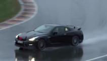 战神GTR雨中赛道漂移,这姿态,不愧是战神!
