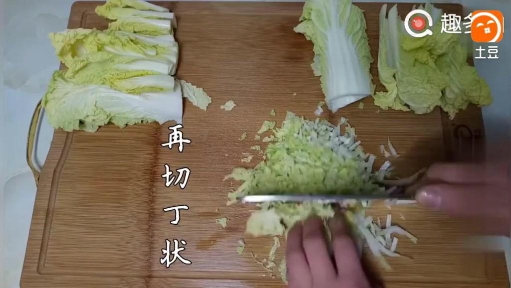 白菜试试这样做,多少都不够吃!一盘一会就吃光,越吃越想吃