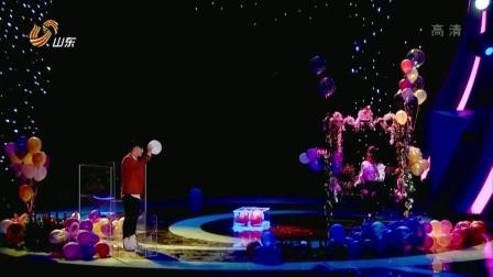 香港街头魔法王表演神奇魔术《花好月圆》 奇迹时刻