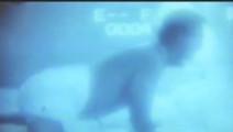 林正英鬼片: 男子用摄像机拍下和美女圆房全过程 发现片里只有一个人