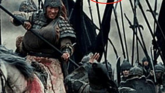 """電影中的""""穿幫鏡頭"""", 真是笑死人不償命, 將軍的頭上有飛機?"""