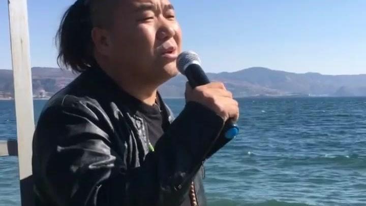 流浪歌手阿刚翻唱刀郎的《西海情歌》唱的不输专业歌手!