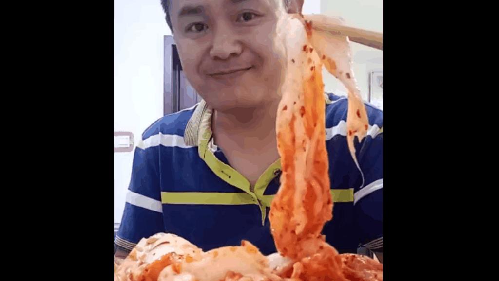 大哥爱吃辣白菜,这个就馒头真是过瘾!