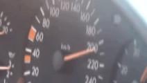 奔驰S600路上遇到奥迪A8,结果油门踩到底还是只看到了尾灯
