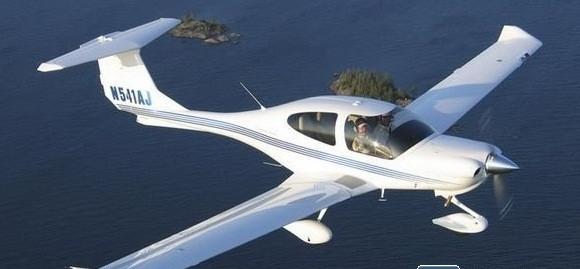da40飞机,具有滑翔性能好,安全性能高,重量轻,使用寿命长,耗油量低
