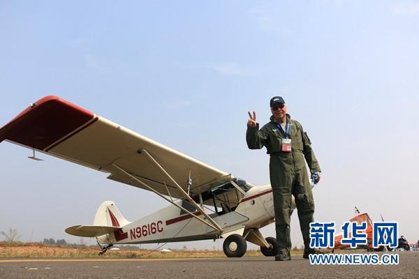 美71岁老牌特技飞行员: 愿助梦想飞行的中国孩子冲上云霄