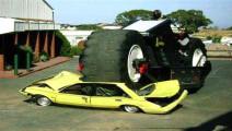 世上最大的摩托车,轮子就有10吨重,轻松碾压各种汽车。