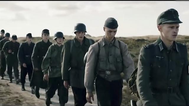 《地雷区》德国战俘少年兵初遇莫尔,遭受恶意相待