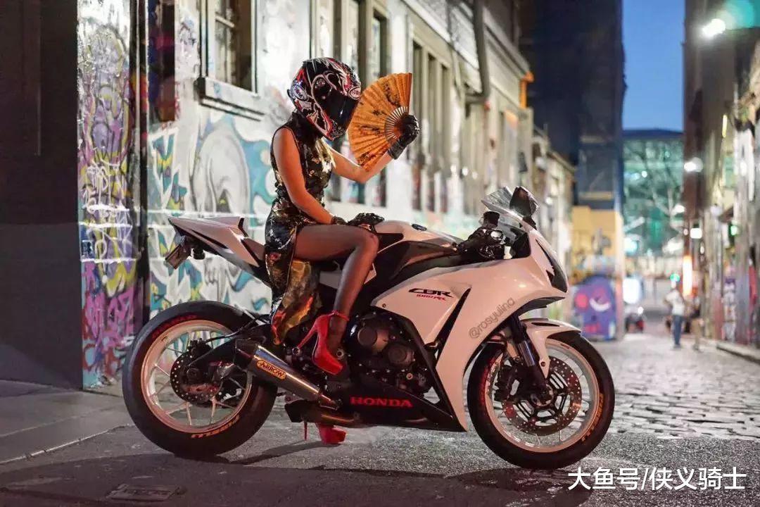 摩托车男骑士和女司机的区别, 3项对比, 巾帼不让须眉!