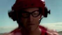 闪电侠: 被闪电击中后,他拥有了光一样的速度和超强的自愈能力