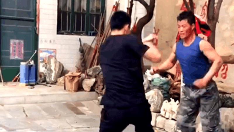 实拍农村武术高手,直接用格斗术相互切磋,还可以这样玩?