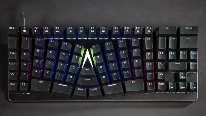 """这款被掰弯的黑科技键盘,能助你玩""""绝地求生""""时分分钟吃到鸡!"""