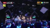 陈赫小沈阳同台演唱《光辉岁月》,两个谐星,确定不是演喜剧吗!