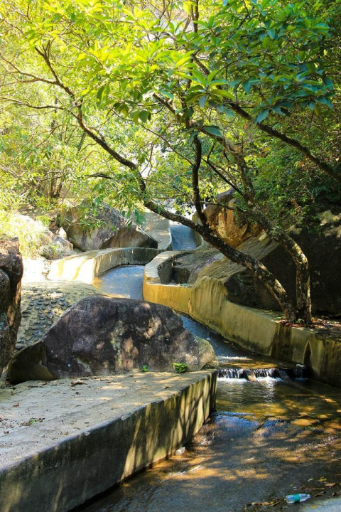 平安山生态旅游风景区已经营项目:商务客房,休闲会议,乡村客家特色