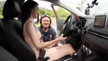 性感美女试驾7万元本田飞度,教练一个动作暴露了他想法!