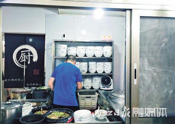 """整改一家验收一家公开一家东兴区690家食品""""三小""""升级改造"""