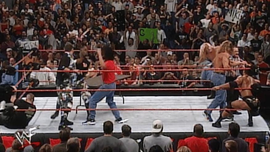 WWE再次上演大规模全武行!众巨星义助巨石强森 你最喜欢哪一位?