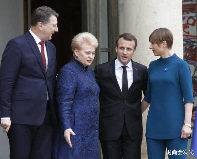 大25岁老婆布丽吉特一直被他宠爱,马克龙和斯洛伐克总统会面时,识趣地后退两步保持距离(图3)