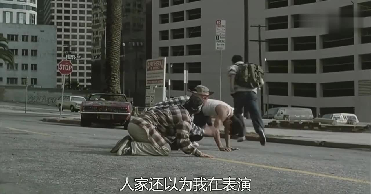李连杰的这一招功夫,3个外国人见了立马下跪要拜师,让起来都不起