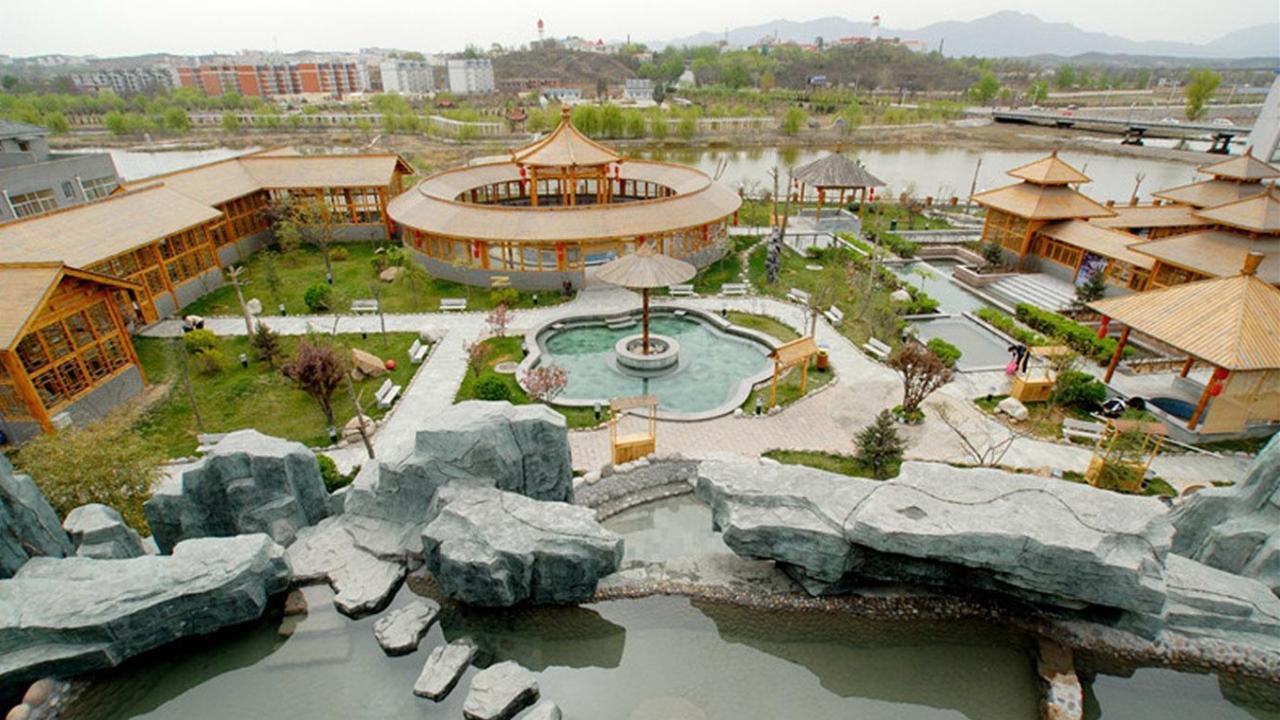 推荐 正文  水泉溪自然风景去最高峰杨林尖海拔近2000米,危崖含黛