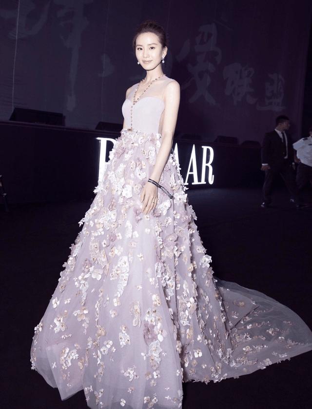女明星穿花朵礼服, 赵丽颖第一