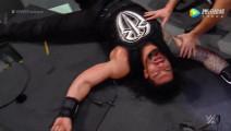 WWE美式摔跤娱乐 2017快车道大赛 两米高大块头玩高飞 伦斯遭重摔砸烂解说台