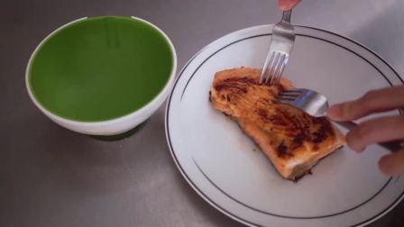 [美食视频]日剧中的经典料理,深夜食堂的暖心料理——三文鱼茶泡饭