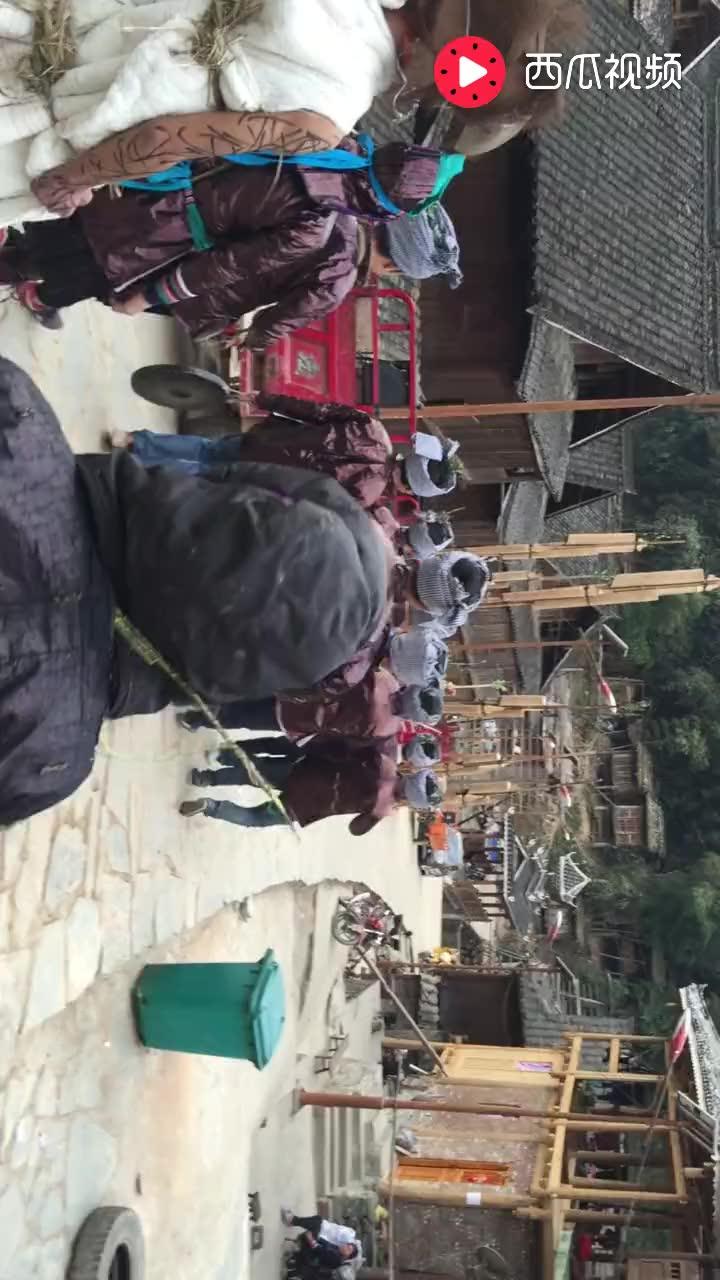 黔东南侗族的古老年俗: 迎接变婆